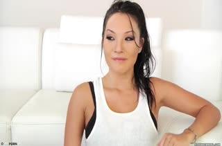 Две сочные азиатки согласились на жесткое БДСМ порно
