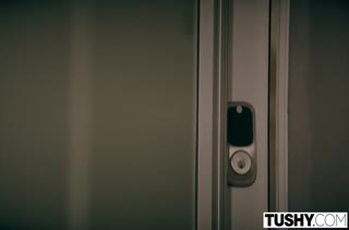Jessa Rhodes встретила мужа в секс наряде