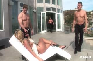 Три хера одновременно влезают в блондинку Phyllisha Anne