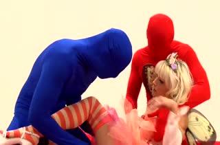 Кукольную блондинку Mia Magma оттрахали двое в масках