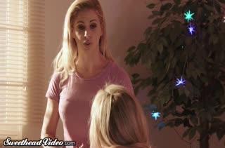 Грудастые блондинки удовлетворили друг друга на массаже