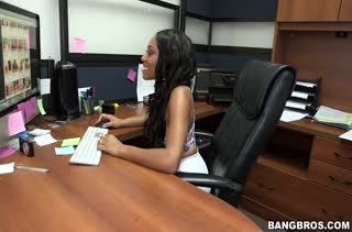 Негритянку Jayla Foxx коллега трахнул на парковке