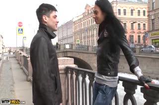 Гламурную русскую чиксу парень подцепил на улице