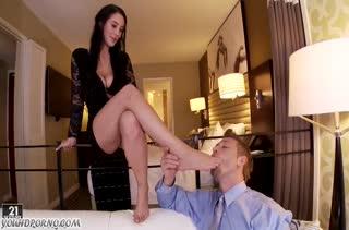 Красивая жена Noelle Easton умеет возбудить мужа