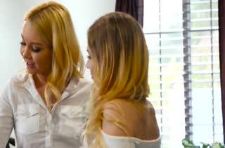 Две блондиночки замутили групповое порно на работе