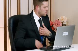 Похотливый босс приходует секси Aria Logan на столе