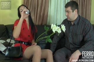 Русская подружка активно напрашивается на секс